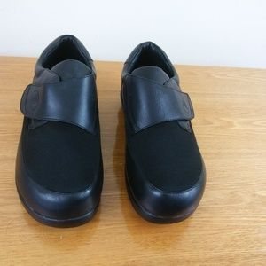 PROPET MENS STRAP SLIP ON BLACK SHOES SZ 8.5 X(2E)